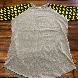 Lularoe Randy tee CHECK THIS OUT! 😍 Med